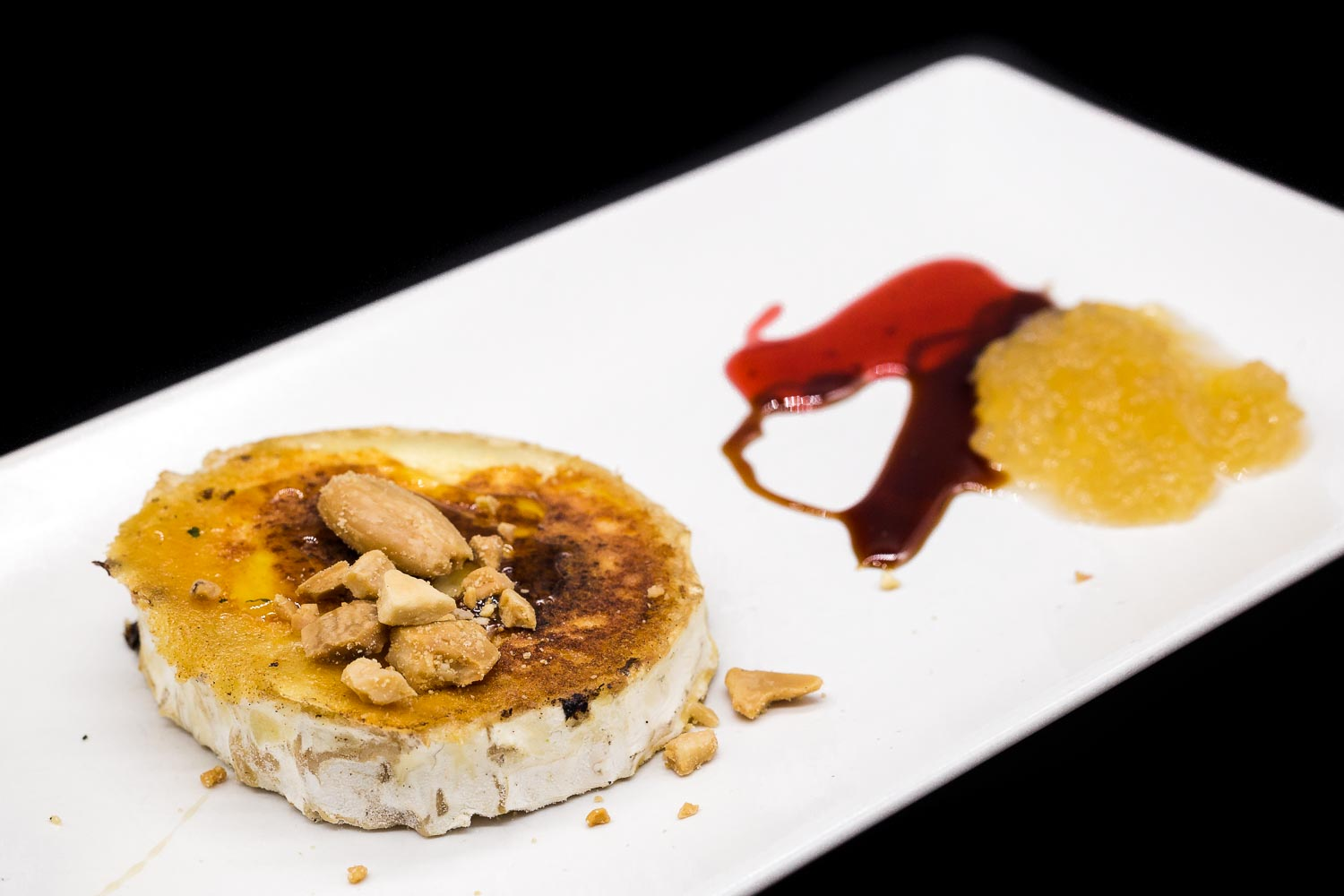 Goat cheese with almonds and honey
