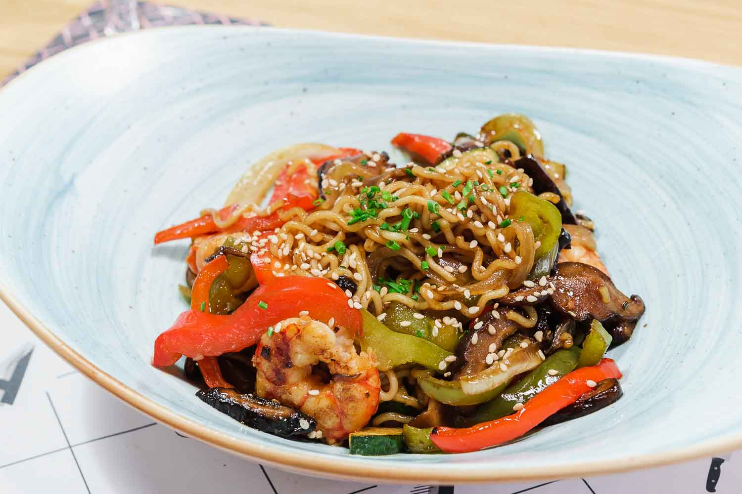 Noodles with vegetables and oyster sauce
